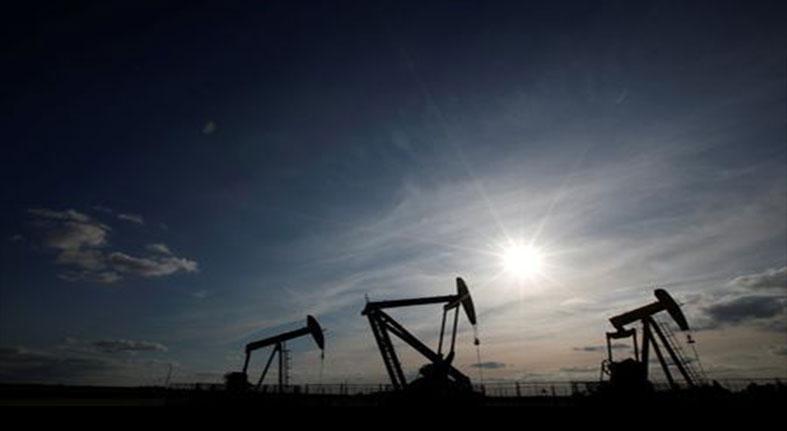 El petróleo Brent baja un 0,57 % y cierra en 74,66 dólares