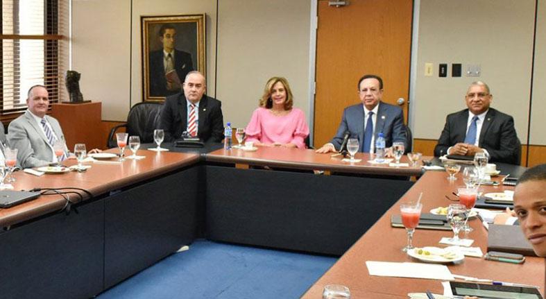 La Junta Monetaria regulará a unas 30 cooperativas abiertas