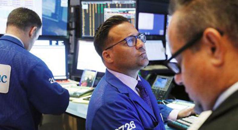 Wall Street cae por escalada de disputa comercial entre EEUU y China