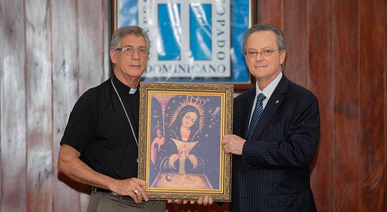 Grupo Popular entrega Episcopado 7,500 réplicas Virgen de La Altagracia