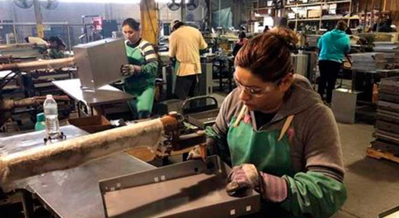 Manufacturas y minería impulsan producción industrial de EEUU en junio