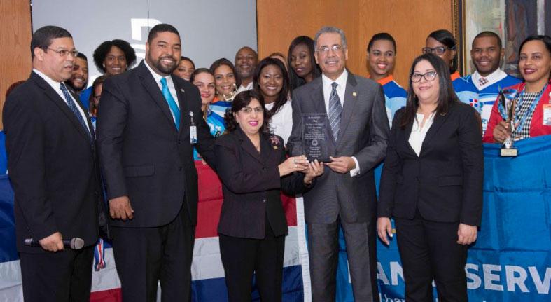 Lizardo Mézquita reconoce ganadoras Torneo de Voleibol Bameso USA