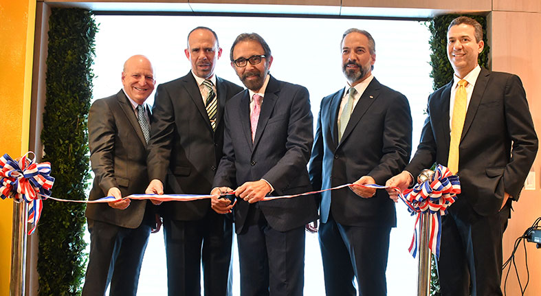Inaugura Banco Caribe moderna sucursal Downtown Center