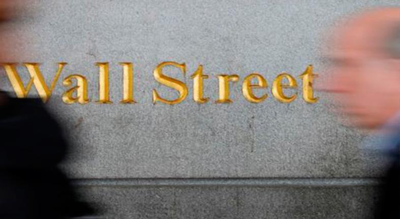 S&P baja golpeado por preocupaciones por tasas y disputas comerciales
