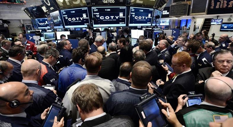 Wall Street cierra de nuevo con pérdidas y el Dow Jones recula un 0.81%