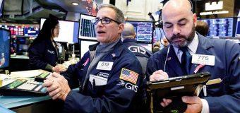 Wall Street cierra mixta por negociaciones de EEUU y China