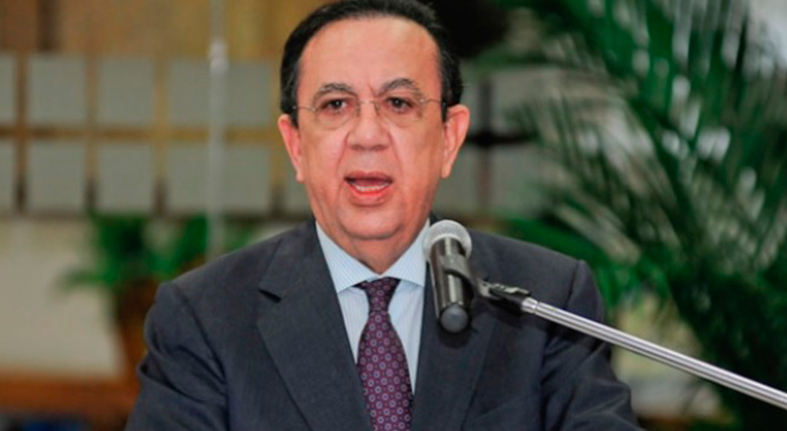 Gobernador Valdez Albizu reitera la necesidad de derramar el crecimiento económico aumentando los salarios
