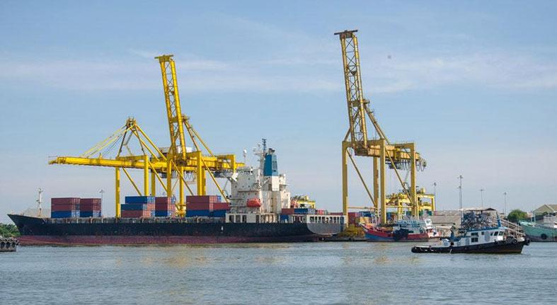 Comercio exterior de China se ralentiza en medio de guerra comercial con EE.UU.