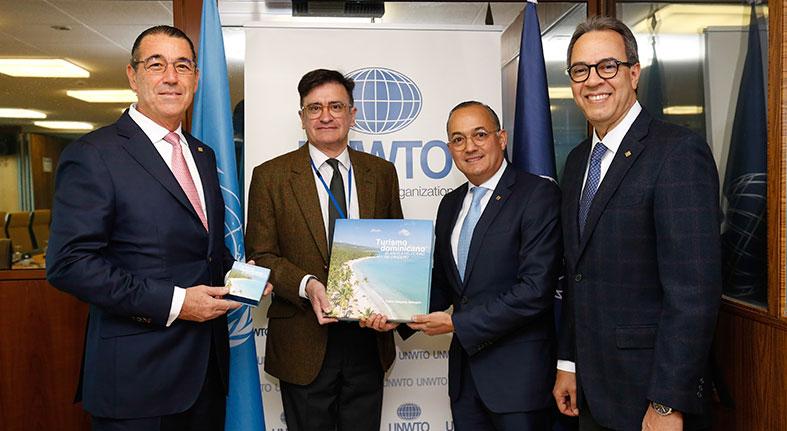 El Popular entrega a OMT libro institucional sobre turismo dominicano
