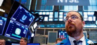 Acciones globales se mantienen cerca de máximos de 4 meses pese a leve caída