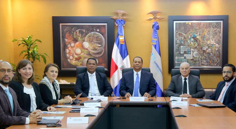 Superintendente de Bancos se reúne con representantes del FMI