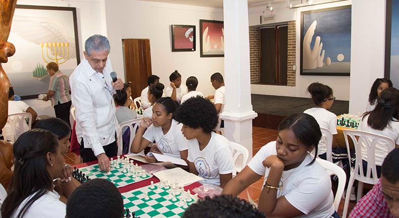 Inicia Centro Cultural Banreservas cuarto taller ajedrez