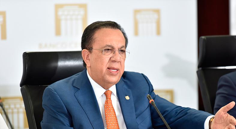 Gobernador Valdez Albizu recibe presidente regional de VISA Internacional