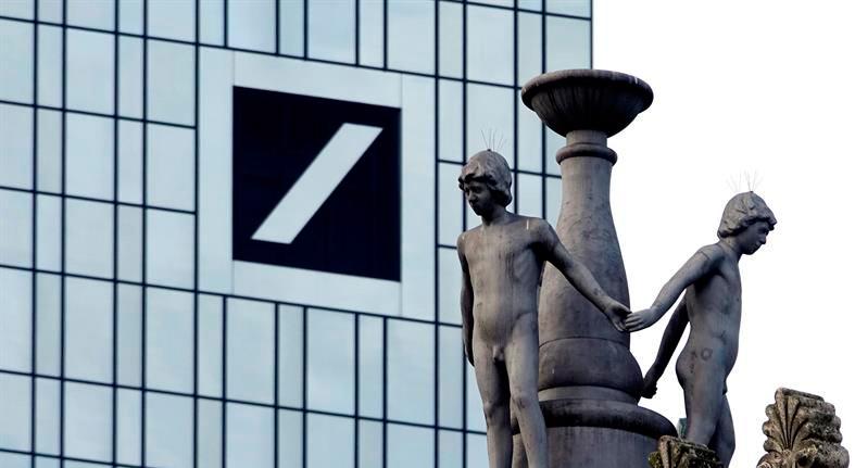 Commerzbank sube 8,4 % en bolsa y Deutsche Bank, 3,8 %, por posible fusión