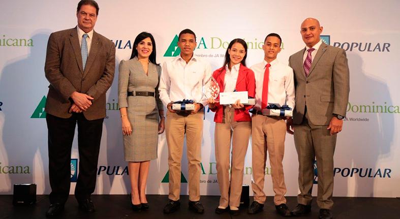 Centros educacion Santo Domingo y Mao ganan quinta versión Banquero Joven Popular