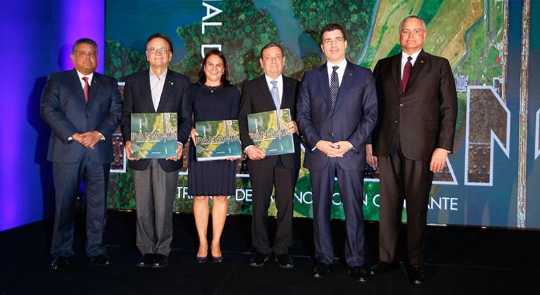 Conmemoran con libro sobre Canal Panamá 35 años operaciones Popular Bank Ltd.