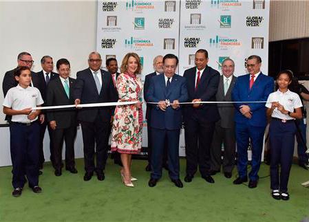 Héctor Valdez Albizu anunció el funcionamiento de Aula Virtual y la App Institucional.