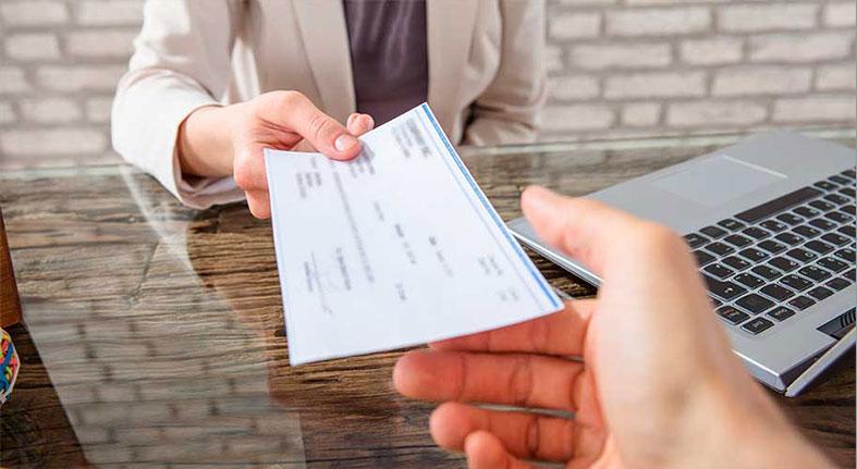 Cómo evitar ser víctima de fraudes con cheques