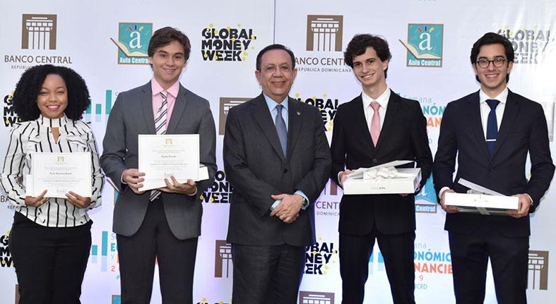 El Banco Central entrega los premios de la competencia académica 'Economistas del Futuro'