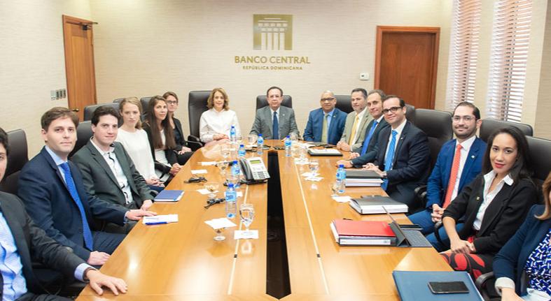 Valdez Albizu y equipo técnico del BCRD se reúnen con inversionistas internacionales