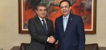 Gobernador del BCRD recibe al Embajador de Chile, por tratado de libre comercio RD-Chile