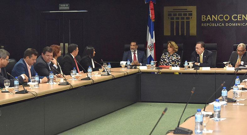 Gobernador BCRD y directiva de ACOPROVI valoran liberación recursos de encaje legal