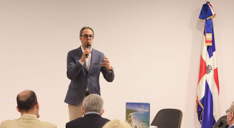 """Popular presenta en Feria del Libro de Madrid """"Turismo dominicano: 30 años a velocidad de crucero"""""""