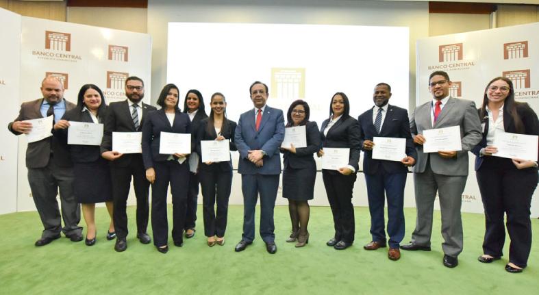 BCRD concluye su VI Diplomado sobre economía y finanzas para personal no economista de la institución