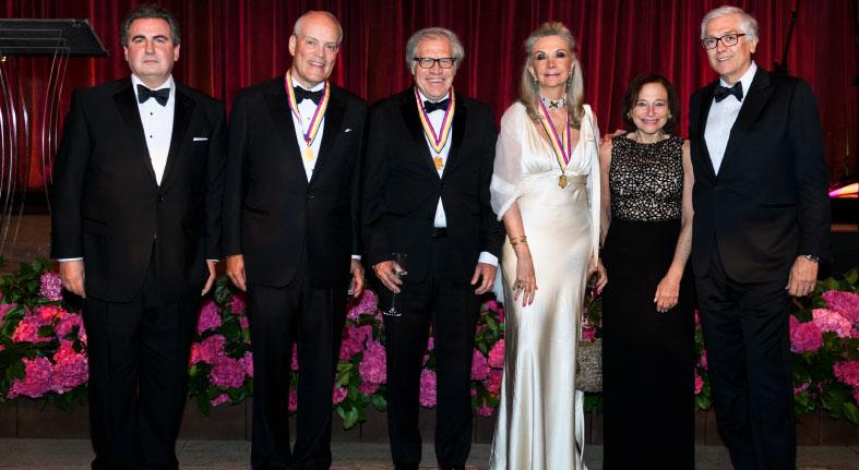 Recibe Presidente y CEO Scotiabank Medalla de Oro America's Society