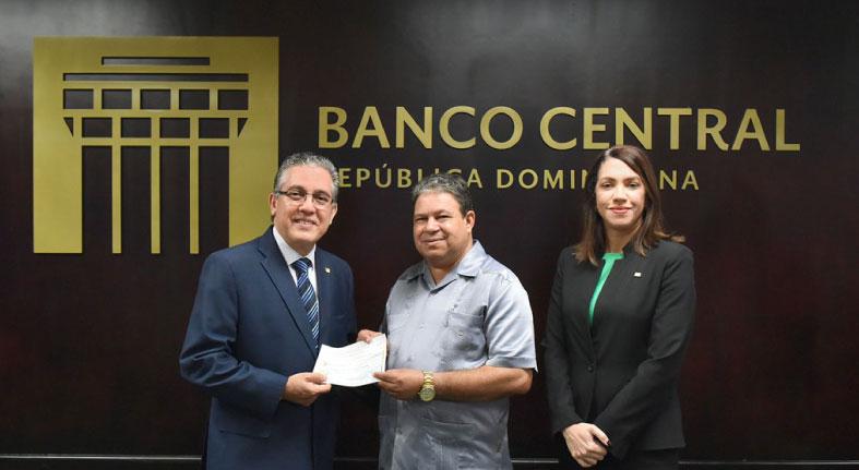 Voluntariado Bancentraliano dona RD$250.000 a la parroquia Ntra. Sra. del Sagrado Corazón
