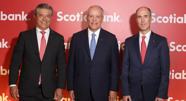 Ofrece Scotiabank cóctel clientes y relacionados