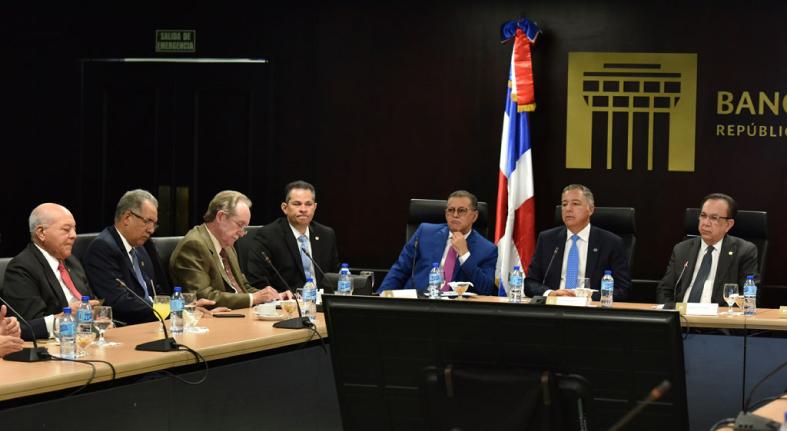 BCRD, MH y SIMV se reúnen con ABA para intercambiar impresiones sobre la nueva normativa de retenciones de impuestos
