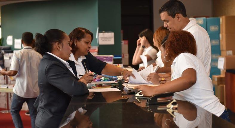 Voluntariado Bancentraliano realiza jornada de venta de útiles escolares en beneficio de empleados de la institución