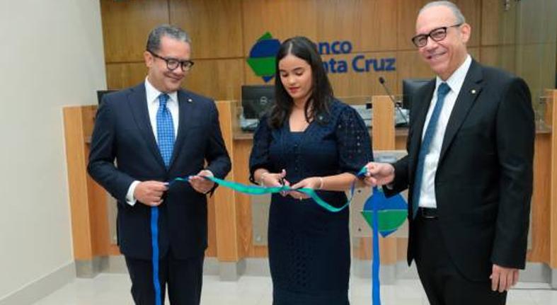 El Banco Santa Cruz abre sucursal en Blue Mall