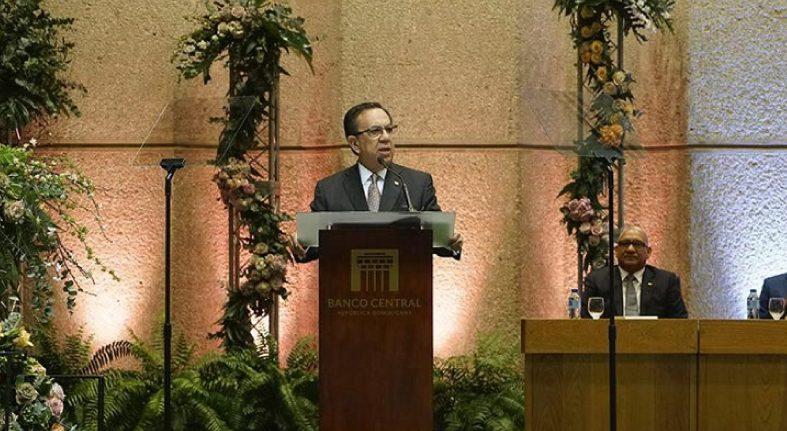 Gobernador Valdez Albizu informa que la economía creció 5.1 % en el mes de septiembre