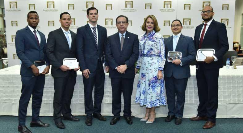 El Banco Central celebra el acto de premiación del 'Concurso Anual de Economía Biblioteca Juan Pablo Duarte 2019'