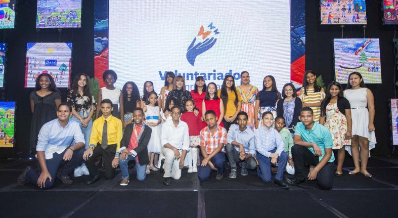 Voluntariado Banreservas premia ganadores 50a edición Concurso Pintura Infantil Navideño