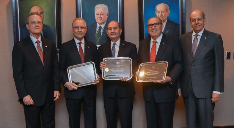 Presidentes Consejos Grupo Popular y Banco Popular ofrecen cóctel