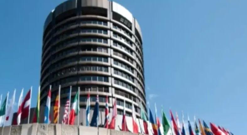 """BIS advierte a bancos del """"Efecto cisne verde"""""""