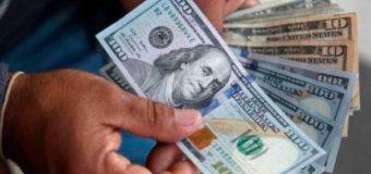 Entidades bancarias limitan la venta de dólares por cliente