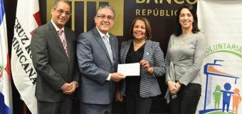 Voluntariado Bancentraliano entrega RD$ 723,000 como aportación al banco de sangre de la Cruz Roja Dominicana