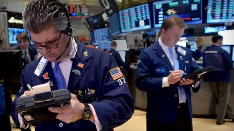 Wall Street amplía ganancias con el Dow desbocado un 9.4%