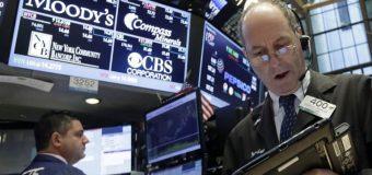 Wall Street cierra otra jornada volátil con pérdidas del 6.3% en Dow Jones
