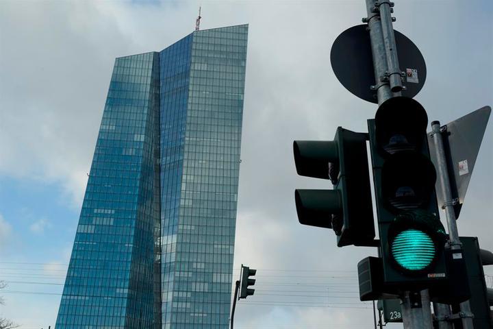 BCE presta a bancos para que presten a las empresas y salvar empleos