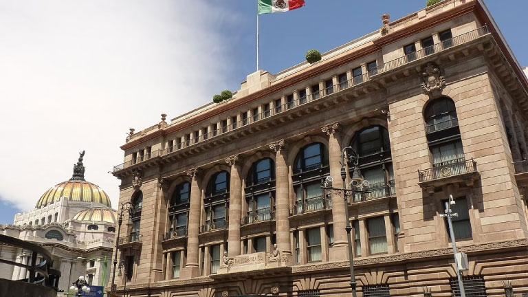 Banco de México baja la tasa de interés al 6% por la crisis del coronavirus