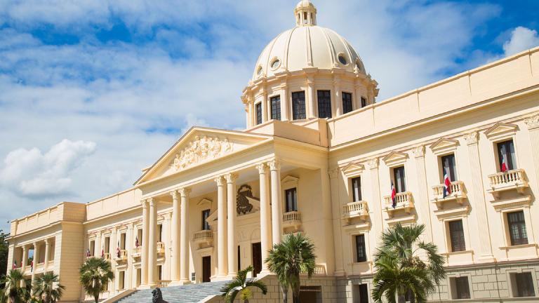 Gobierno y el Banco Central prepararán un plan de reactivación económica