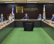 Valdez Albizu se reúne con la ABA para evaluar las facilidades de liquidez y la estabilidad del dólar