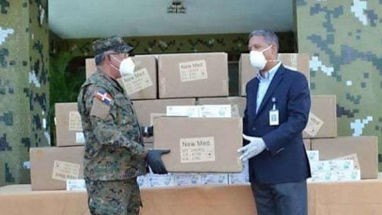 Banco Popular dona 25,000 mascarillas al Ejército de la República