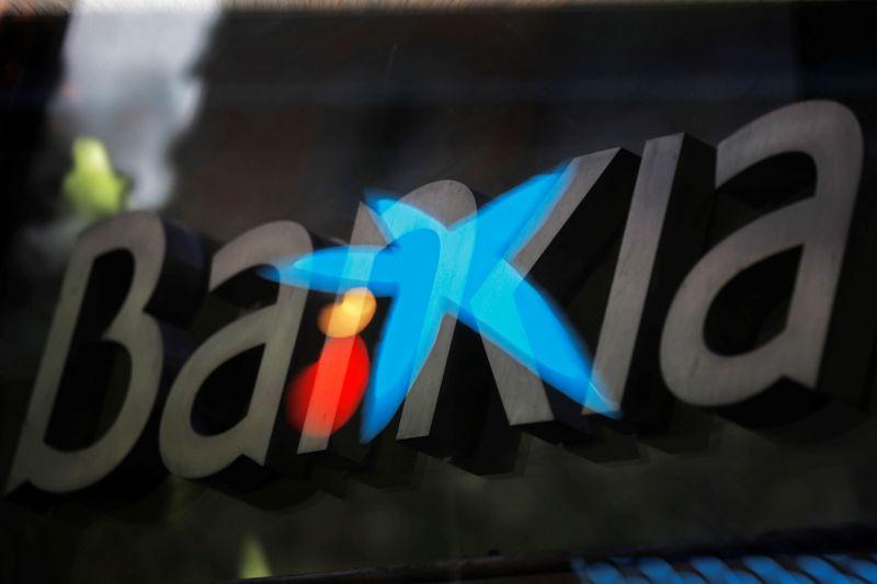 Caixabank, con el 74 %, y Bankia, con el 26 %, crean el mayor banco de España