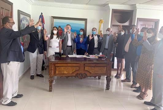 Juramenta Presidente IDECOOP nuevos funcionarios